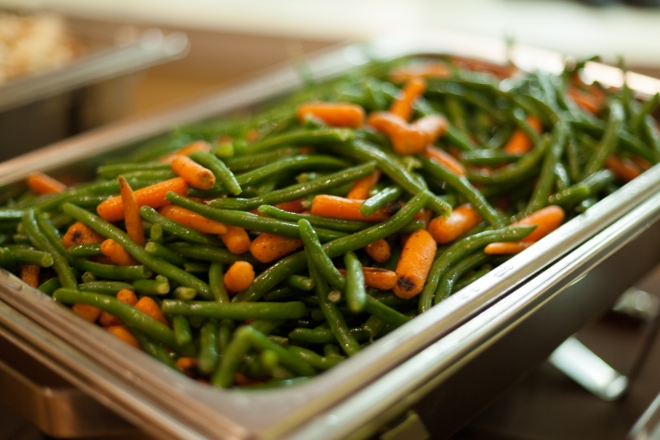 Crisp green beans and carrots in the chauffeur.